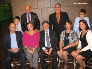 La familia de Manny Díaz lo acompañó durante la ceremonia de reconocimiento.