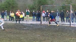 Otra momento del polémico penalti. Foto remitida.