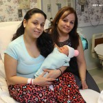 Tres generaciones, la abuela Genny Díaz con su hija Gloriana y su nieta Jenalise.