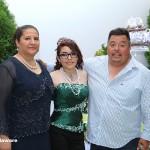 Pamela junta a sus padres durante la recepción.