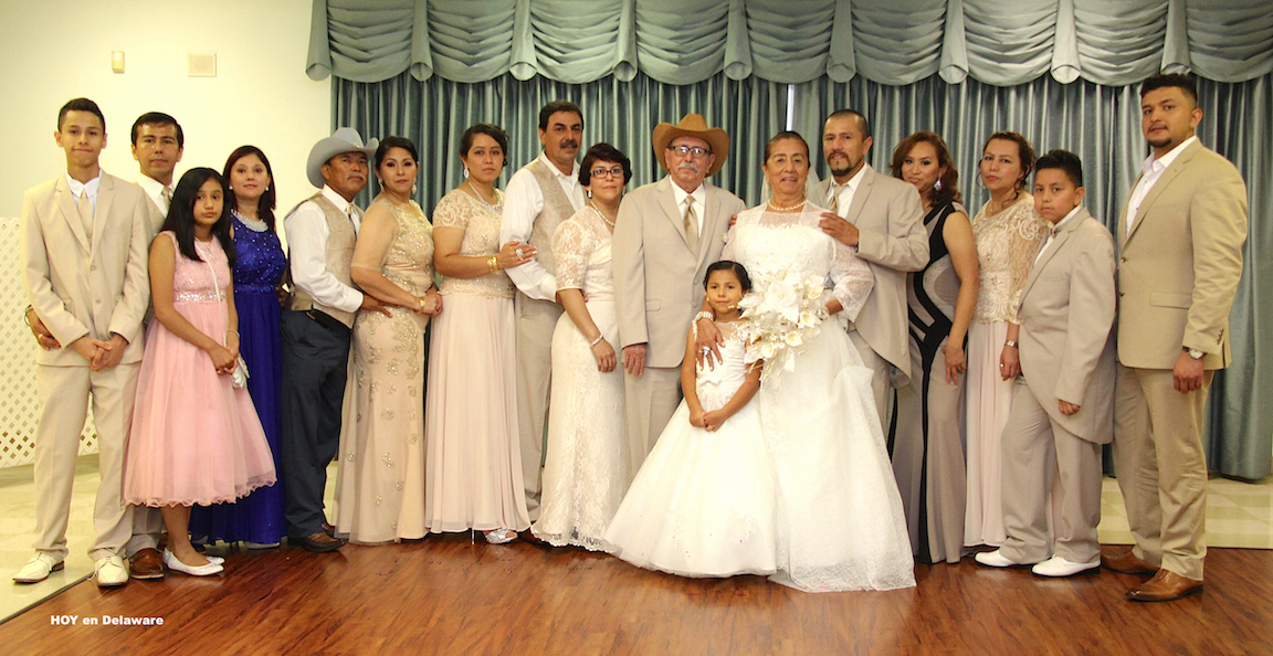La familia Sandoval García durante la celebración.