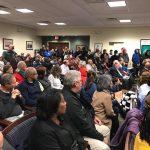 Aspecto de la sala totalmente llena donde se reunió el Consejo de Middletown el 7 de enero.