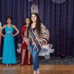 Miss Hispanic Delaware, Ana Calles, en un momento de su modelaje en pasarela